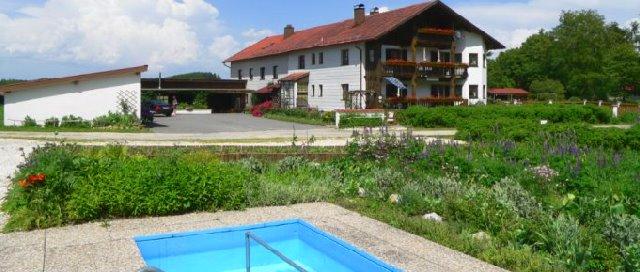 eibl-ferienwohnung-mit-pool-kirchberg