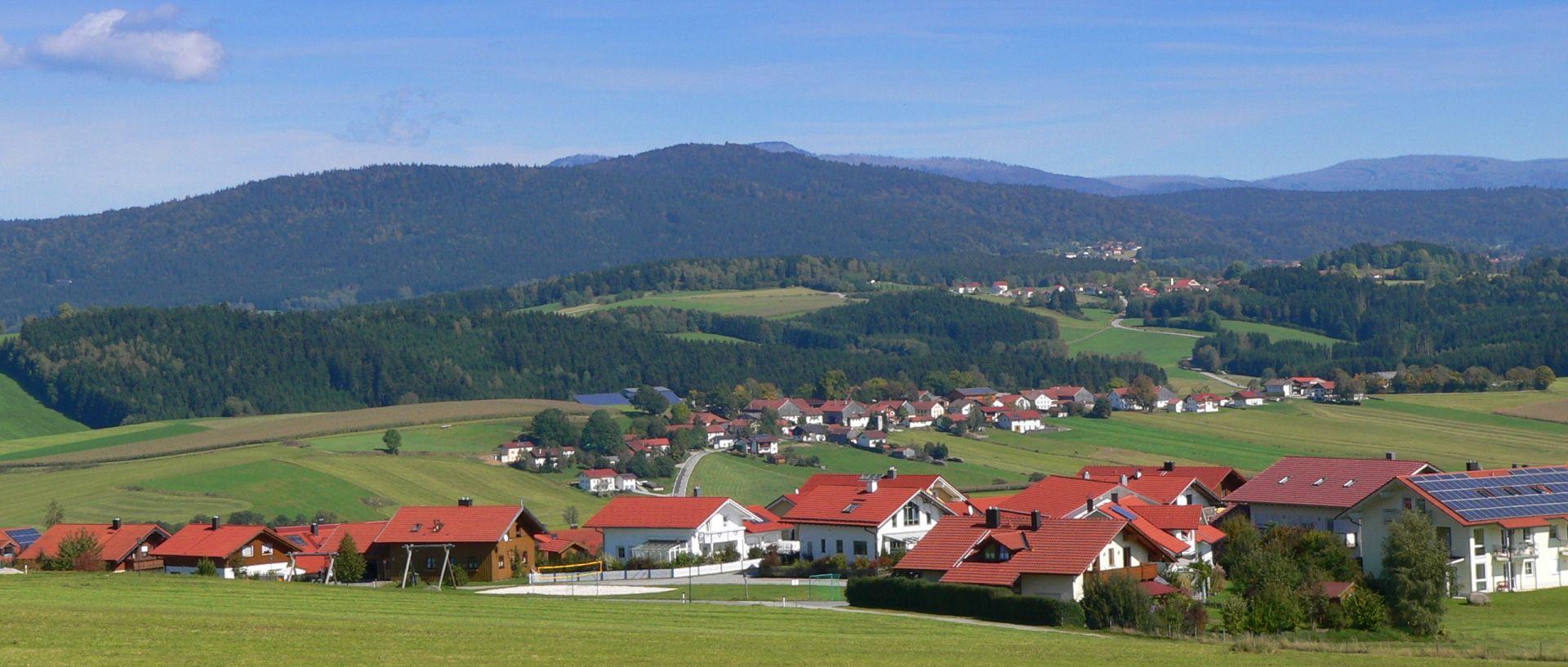 kirchberg-im-bayerischen-wald-landschaft-berge-urlaub-1920