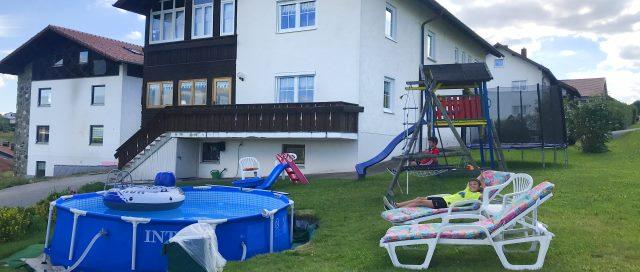 selbitschka-ferienwohnung-mit-pool-kirchberg